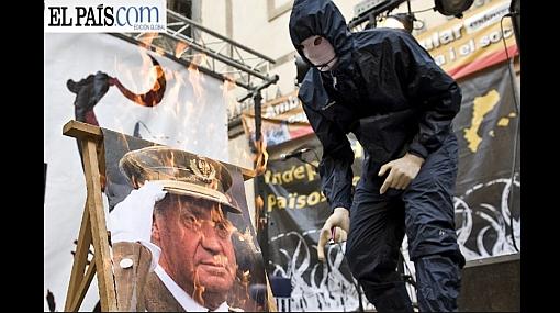 Encapuchados quemaron la imagen del rey Juan Carlos en una marcha por la independencia de Cataluña