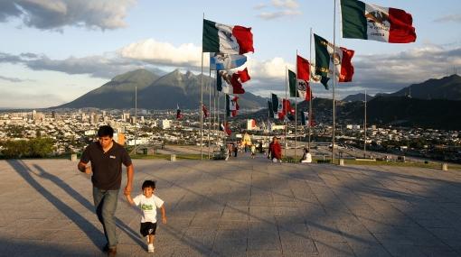 México celebra su Bicentenario con intenso resguardo policial por ola de violencia