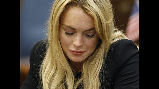 Tras dar positivo en un control antidroga, juez emitió orden de arresto contra Lindsay Lohan