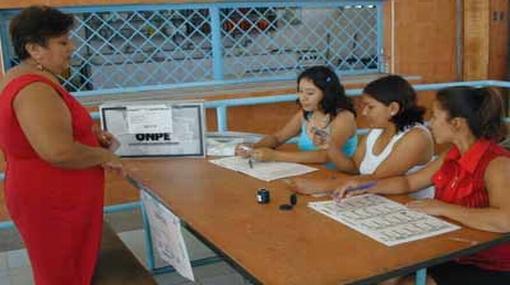ONPE insta a miembros de mesa a recoger credenciales y acudir a la capacitación