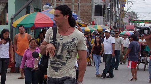Arnie Hussid depende de la firma del director de Migraciones para regresar al Perú