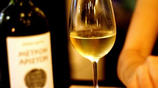 ¿Cómo se maridan los vinos blancos ligeros y ácidos?