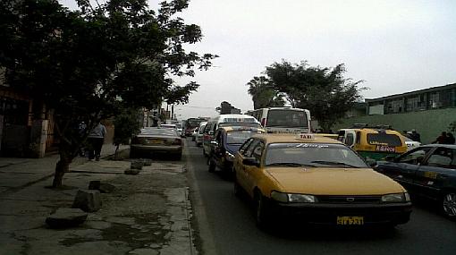 Congestión vehicular desespera a votantes en Lima