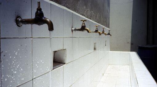 Limeños consumen el doble de agua al día que un suizo o un francés