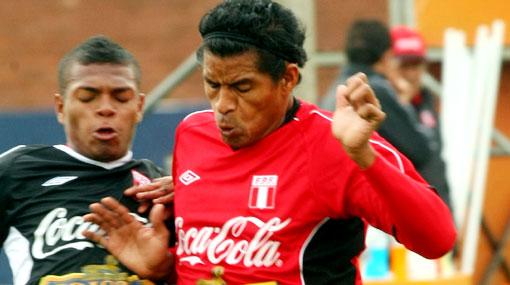 """Santiago Acasiete: """"Si la oferta es buena, iría a la 'U'"""""""