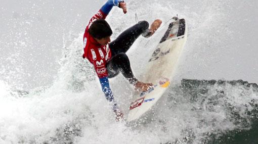 Cristóbal de Col venció a dos ex campeones en el Mundial de Surf