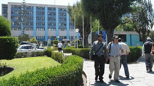 Hallan cadáver de recién nacida en basurero de hospital en Arequipa