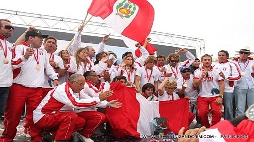 FOTOS: vive las celebraciones de los peruanos campeones mundiales de surf