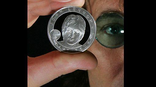 Inglaterra emitió moneda en conmemoración a los 70 años de nacimiento de John Lennon