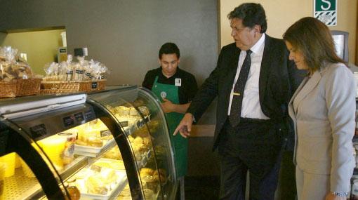 Presidente García y candidata del Apra Mercedes Aráoz se reunieron hoy en cafetería de Miraflores
