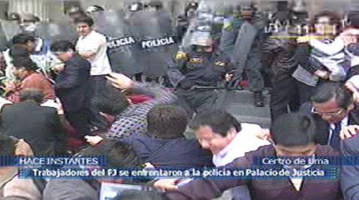 Policía dispersó con gases lacrimógenos a trabajadores del Poder Judicial