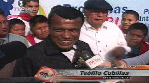 """Teófilo Cubillas: """"Es bueno para Perú que Bielsa haya renunciado"""""""