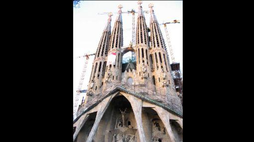 El papa Benedicto XVI llegó a Barcelona para consagrar la Sagrada Familia