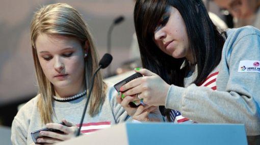 Los adolescentes 'superconectados' a Internet incurren en riesgos para su salud