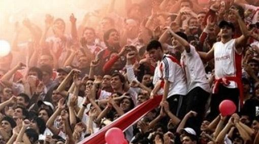 Hinchas de River Plate se agarraron a balazos cerca al estadio Monumental