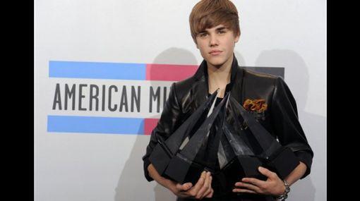 Justin Bieber fue llevado de emergencia a un hospital
