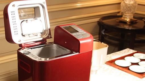 Una máquina para hacer pan de arroz casero arrasa en Japón