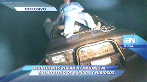 """Delincuentes roban a camiones al mismo estilo de """"Rápidos y furiosos"""""""