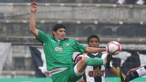 Sergio Almirón tiene una oferta del fútbol ecuatoriano pero desea jugar en Alianza Lima