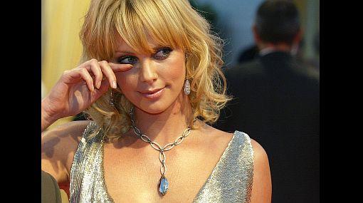 Charlize Theron declaró que vio cómo su madre mató a su padre
