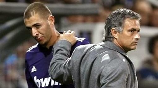 Mourinho comparó a Benzema con un gato y a Dani Alves con Albert Einstein
