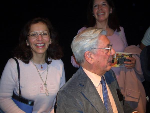Una reportubera comparte fotos de Mario Vargas Llosa en Estocolmo