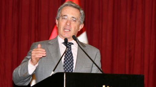 Álvaro Uribe justificó la intervención en países vecinos para atacar a las FARC