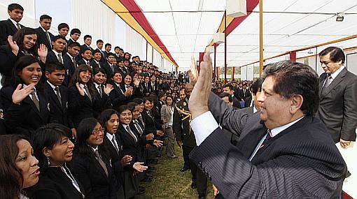 Hoy se graduó la primera promoción de Colegio Mayor Secundario