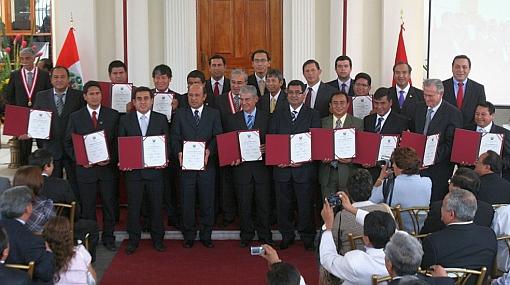 JNE entregó credenciales a presidentes regionales elegidos en los últimos comicios