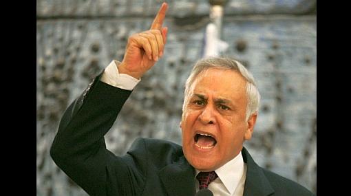 Ex presidente israelí fue declarado culpable por violar a dos funcionarias