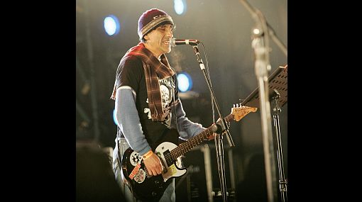"""Daniel F.: casi 30 años de un rockero y solista de la calle que lo aprendió todo """"en canciones"""""""