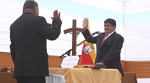 """Humberto Acuña asumió Presidencia Regional de Lambayeque: """"Habrá concertación sin corrupción"""""""