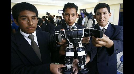 Diez alumnos de Colegio Mayor viajarán este año a Holanda para concurso de robótica