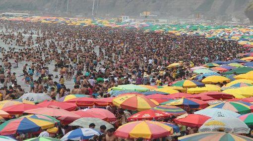 Limeños disfrutaron de un soleado primer día del año en playas de la Costa Verde