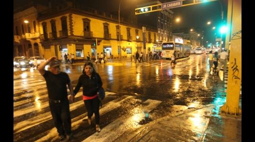 FOTOS: ¿A qué se debió la persistente e inusual lluvia de anoche en Lima?