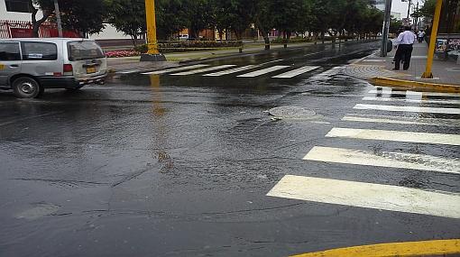 Varias cuadras de Santa Beatriz lucieron inundadas esta mañana