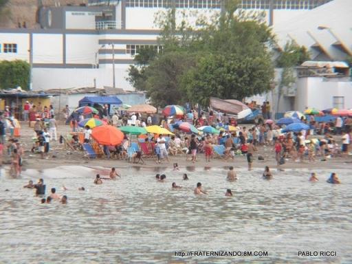 Veraneantes disfrutan de las playas en Chorrillos