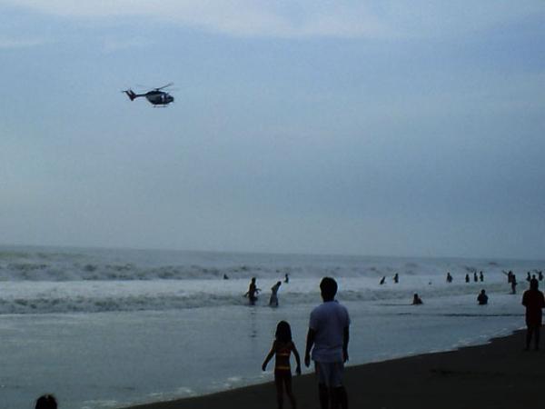 Con un helicóptero se rescató a un ebrio que casi se ahoga