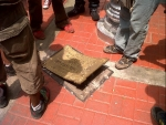 Manifestantes arrancaron placa de Castañeda Lossio en el Centro de Lima - Noticias de luis catañeda lossio