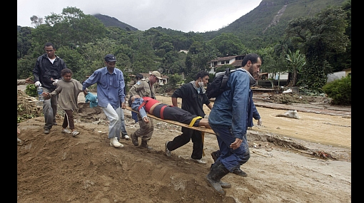 Saqueos luego de inundaciones atemorizan a población en Brasil