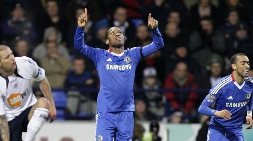 Chelsea goleó 4-0 al Bolton y sigue dando pelea en la Liga Premier