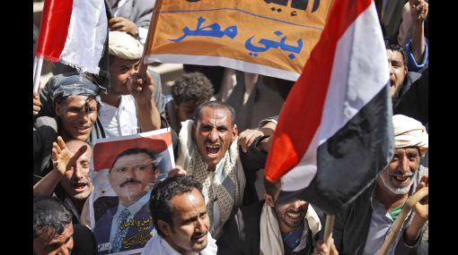 Varios heridos en enfrentamientos entre partidarios y detractores de Mubarak