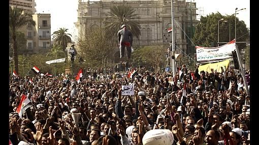FOTOS: miles de egipcios esperan la renuncia de Mubarak en las calles