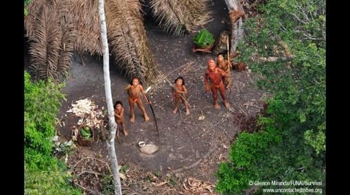 Presuntos narcos peruanos atacaron a no contactados en selva brasileña