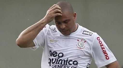 Ronaldo renunció por salida de Roberto Carlos y presión de hinchas