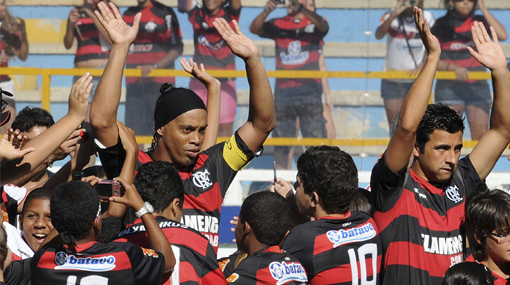 Ronaldinho marcó su primer gol con la camiseta del Flamengo