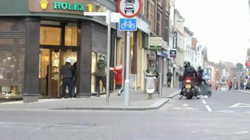 """Anciana que evitó a bolsazos robo en Inglaterra: """"No soy una heroína"""""""