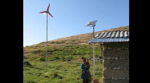 Evalúan instalar una central eólica en la costa norte del Perú