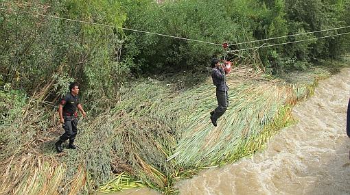 Policía rescató a hombre atrapado durante dos días en el río Chili