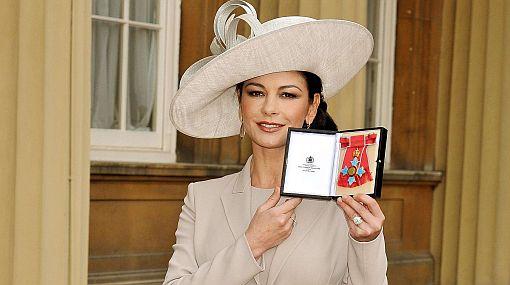 Catherine Zeta-Jones fue nombrada Comandante de la Orden del Imperio Británico